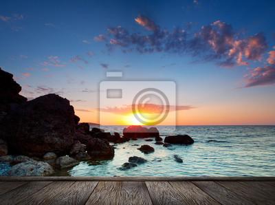 Piękny zachód słońca na tropikalnej plaży.
