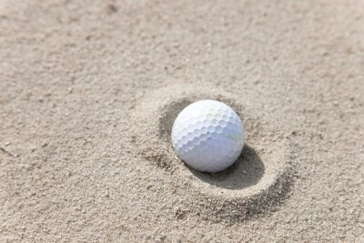 Obraz Piłeczka golfowa w piaskownik