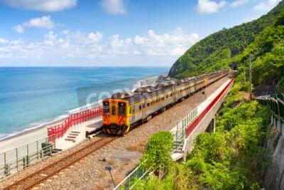 Obraz Pociąg zbliża się do Duoliang Station w Taitung, Tajwan