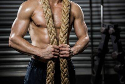 Obraz Półnagi mężczyzna z liny bitwy wokół szyi