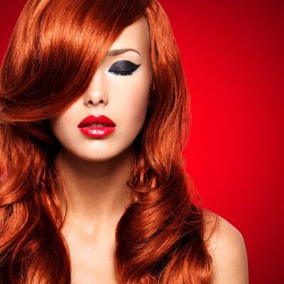 Obraz Portret kobiety z długimi czerwonymi włosami