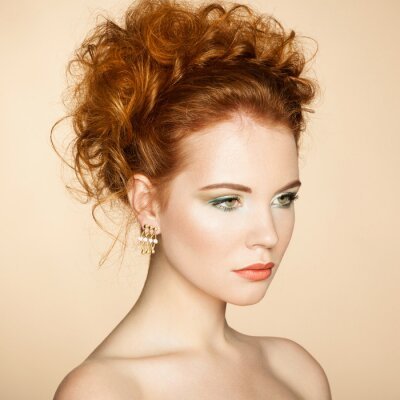 Obraz Portret piękne kobiety sensual z eleganckim Fryzura