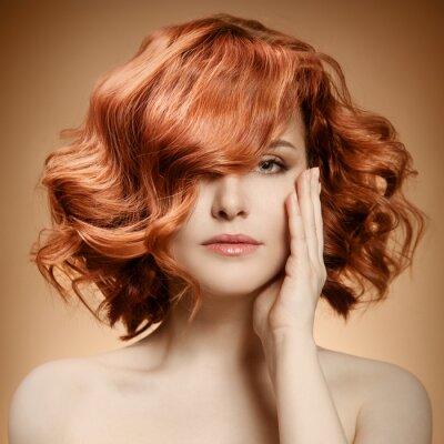 Obraz Portret piękno. Kręcone włosy