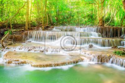 Poziom sześć Erawan wodospad w Kanchanaburi Province, Tajlandia