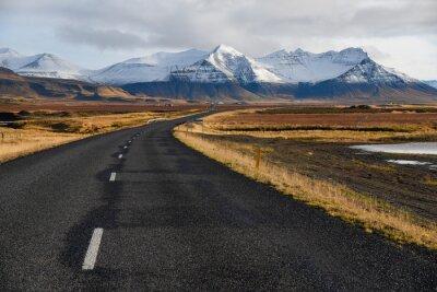 Obraz Puste drogi na początku zimy Islandii