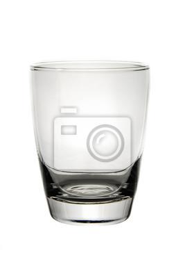 Puste szkło do wody na białym tle.