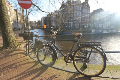 Obraz Rowery podszewka mostu na kanałach Amsterdam, Holandia