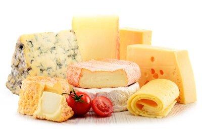 Obraz Różne rodzaje sera na białym tle
