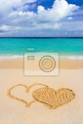 Rysunki połączone serca na plaży
