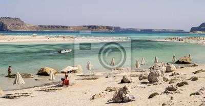 salon krzesła i morze na Balos Bay na Krecie