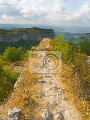 Ścieżka i przepaść w górach