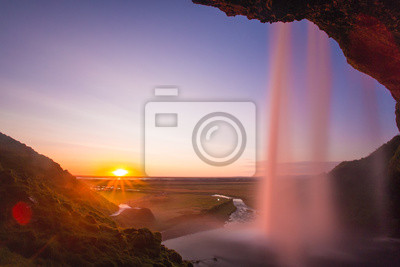 Seljalandsfoss Wodospad o zachodzie słońca, Islandia