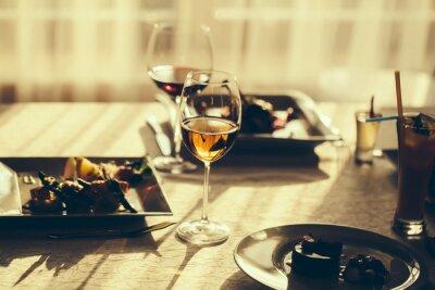 Obraz Serwowane jedzenie i wino