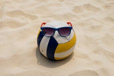 Obraz siatkówka na plaży latem z przeciwsłoneczne