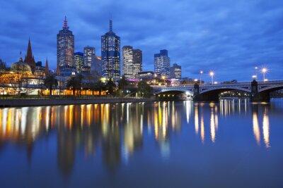 Obraz Skyline w Melbourne w Australii w poprzek rzeki Yarra w nocy