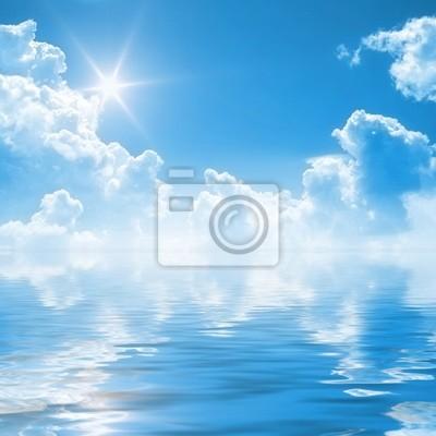 słoneczne niebo w tle