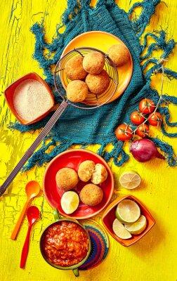 Obraz Smażone bolhinos i ozdabia w miski i talerze