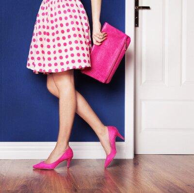 Obraz Spacery z koncepcji, dziewczyna ubrana w różowy