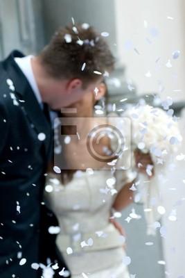 sposi e coriandoli