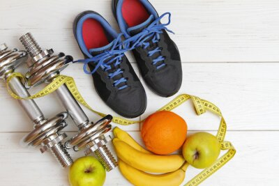 Obraz sprzęt do ćwiczeń i zdrowego odżywiania na biały drewniane deski fl