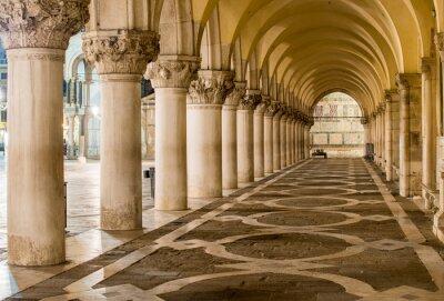 Obraz Starożytne kolumny w Wenecji. Łuki w Piazza San Marco, Venezia
