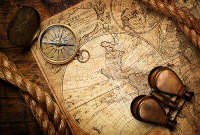 Obraz stary kompas, lornetka i liny na mapie rocznika