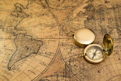 Obraz stary kompas na mapie rocznika