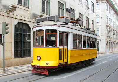 Obraz Stary żółty tramwaj w Lizbonie, Portugalia