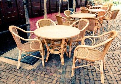Obraz Street View z tarasem kawy ze stołami i krzesłami