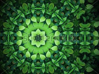 Obraz Streszczenie tło zieleni, zielone liście w kształcie serca z efektem kalejdoskopu