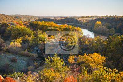 strona kanionu w jesienne kolory drzew