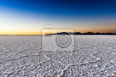 Sunrise w Salar de Uyuni w Boliwii