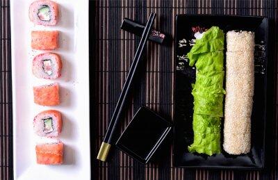 Obraz Sushi rolkach na talerzu
