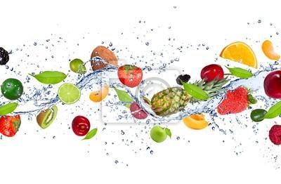 Obraz Świeże owoce wchodzące w plusk wody