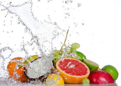 Obraz Świeże owoce z wody powitalny samodzielnie na białym tle