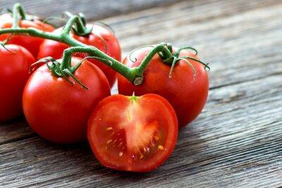 Obraz Świeże pomidory na tle drewna