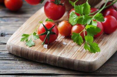 Obraz Świeżych pomidorów czerwone z zieloną pietruszką