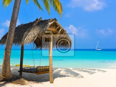 Swing na tropikalnej plaży