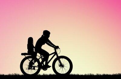 Obraz sylwetka Matka jeździć na rowerze z córką na Rozmyty wschód słońca