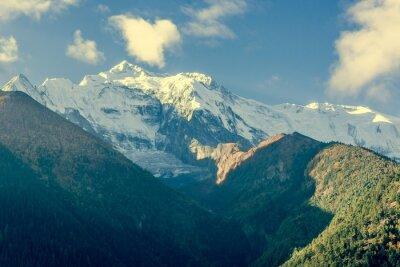Obraz Szczycie góry pokryte chmurami.