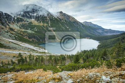 Szeroki widok na jezioro