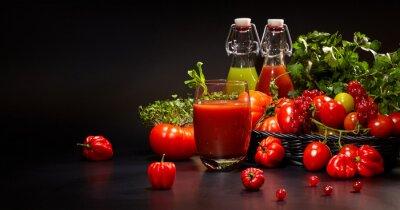 Obraz Szkła ze świeżych organicznych warzyw i soków owocowych samodzielnie O