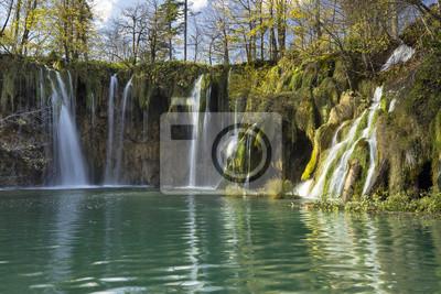 szmaragdowa laguna wodospadów w Chorwacji