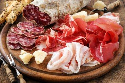 Obraz Szynka prosciutto, bresaola, pancetta, salami i parmezanem