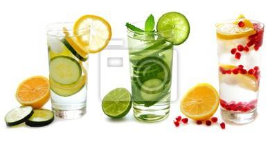 Obraz Trzy rodzaje detox wody z owocami w okularach na białym tle