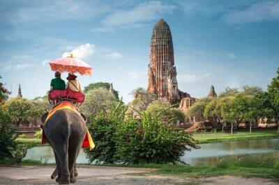 Obraz Turyści na słoń ride tour starożytnego miasta Ayutaya, Tajlandia