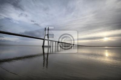 Vasco da Gama Bridge jest słynny punkt w Lisbo, Portugalia