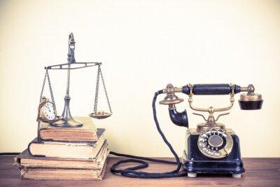 Obraz Vintage stary telefon, Wagi z zegarki i pieniądze, książki