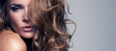Obraz Vogue styl Portret pięknej kobiety delikatnej