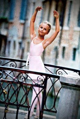 Obraz Wenecja, Włochy - piękne baleriny na moście w Wenecji